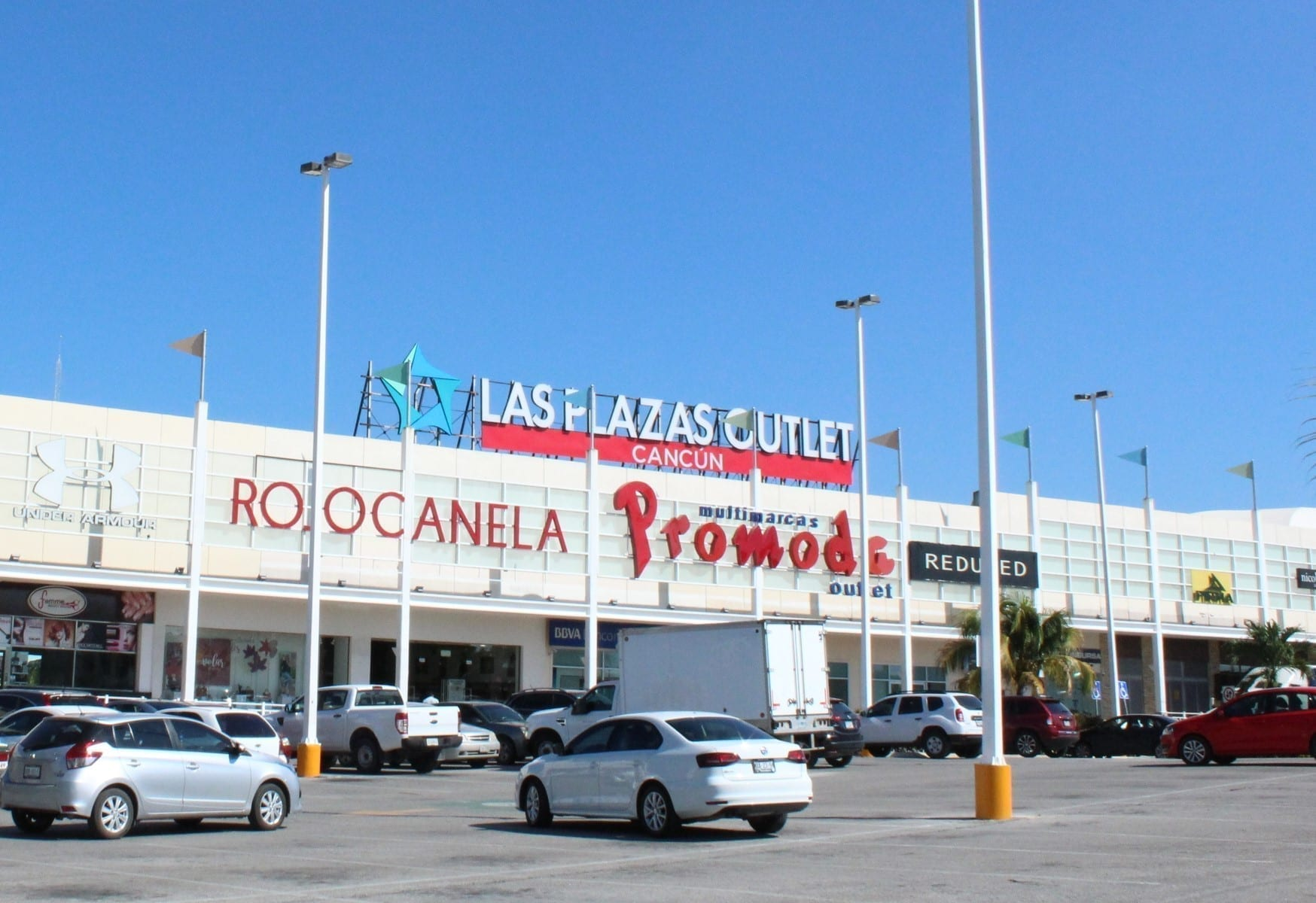 Entrada a Plazas Outlet Cancún
